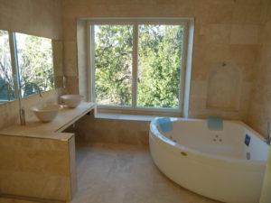 ferienhaus tessin innenansicht luxuswohung schweiz bad